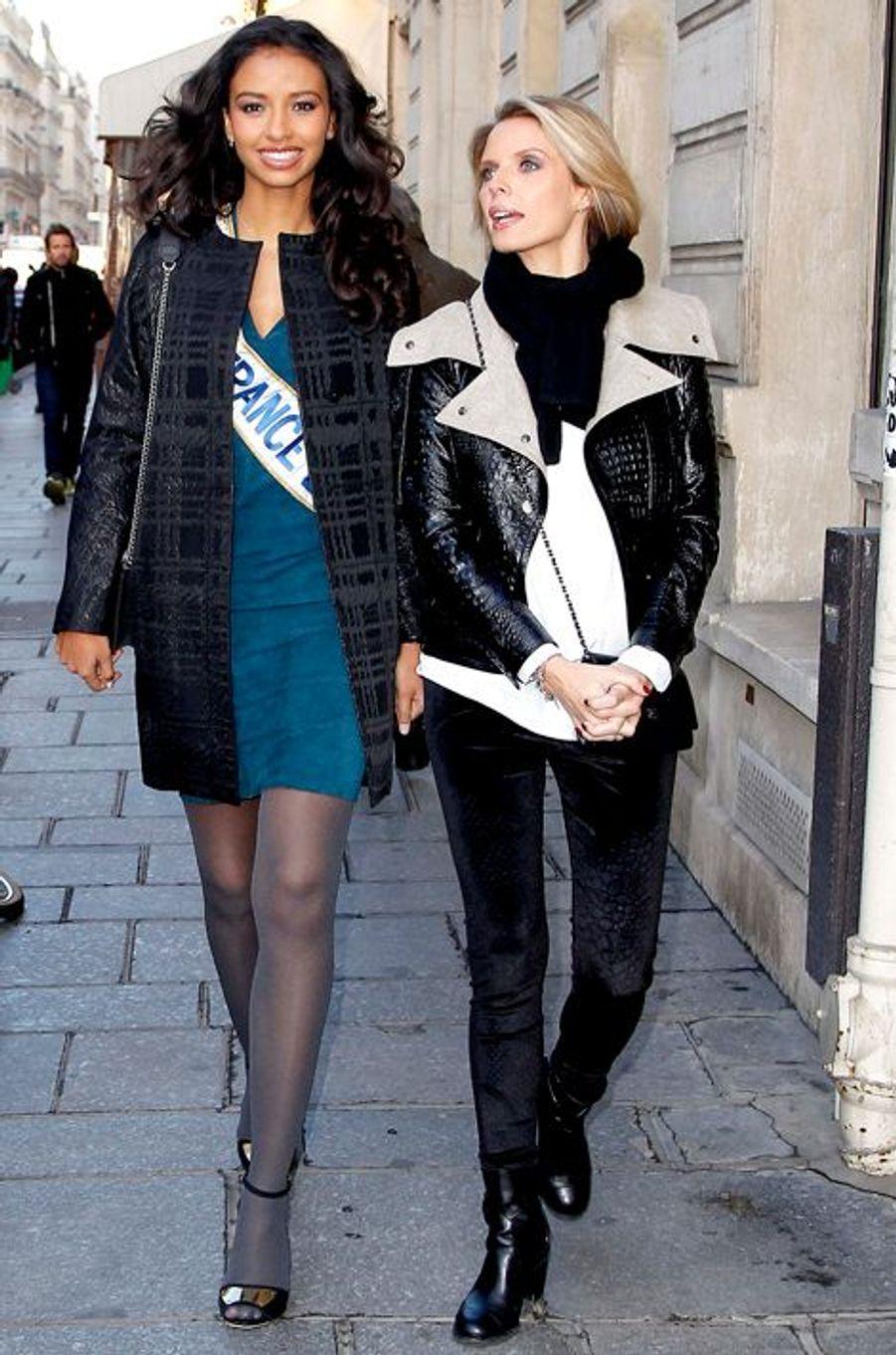 Flora Coquerel, avec Sylvie Tellier, à sa sortie des studios d'Europe 1, le 9 décembre 2013