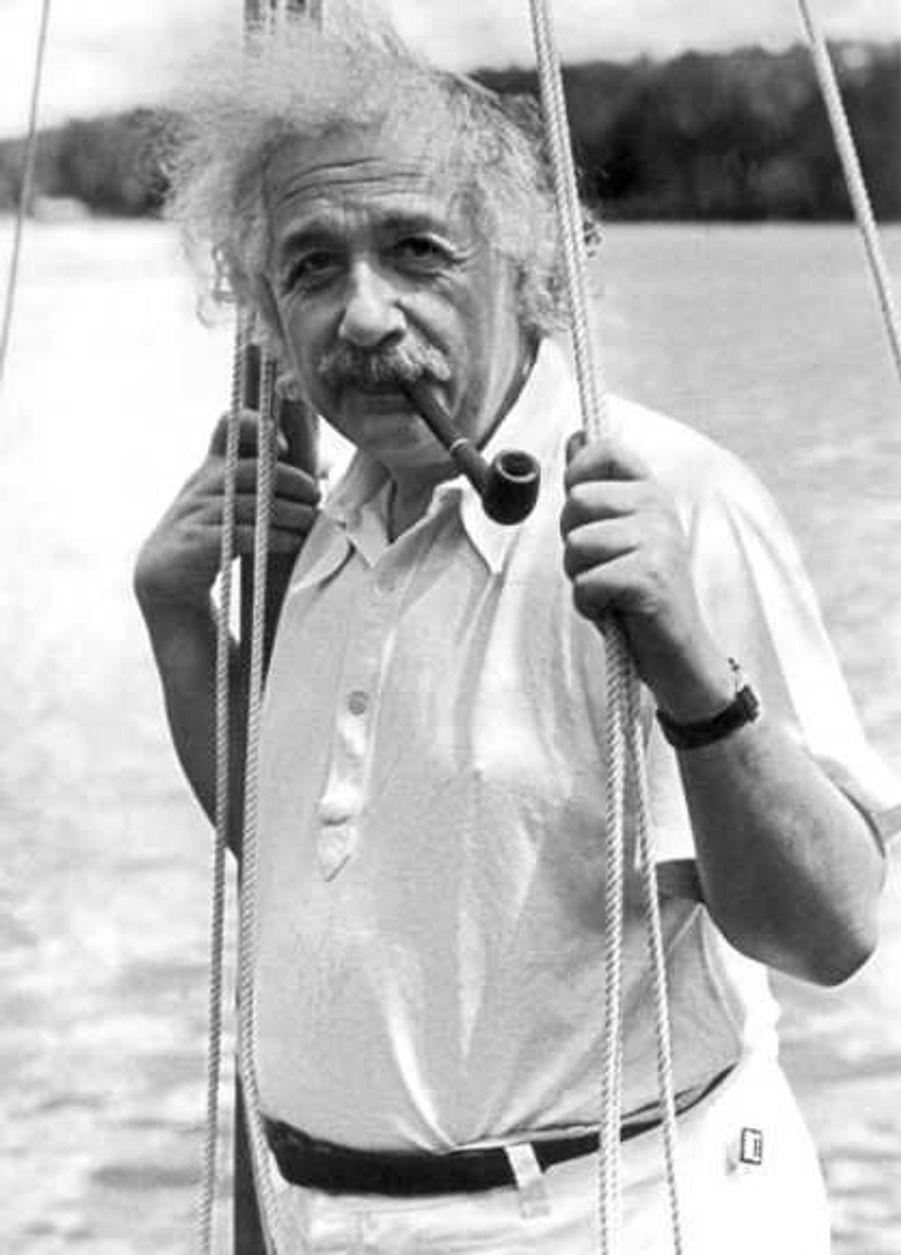 Albert Einstein, décédé le 18 avril 1955 à 76 ans, a engrangé 10 millions de dollars.