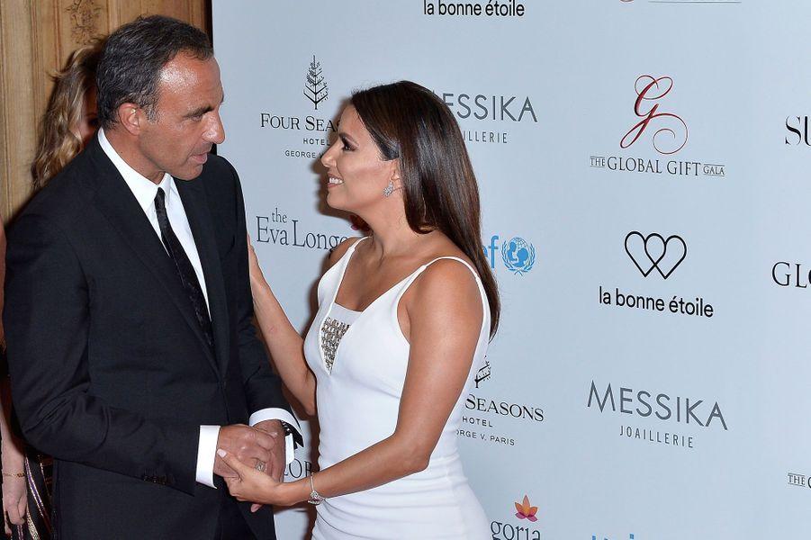 Eva Longoria et Nikos Aliagas au Global Gift Gala