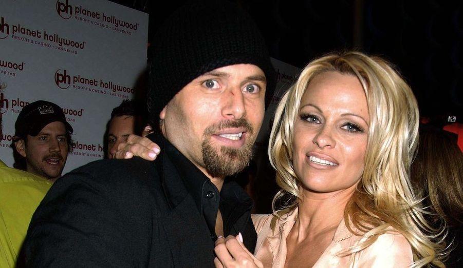 En 2008, trente minutes après un spectacle auquel elle participait à Vegas, Pamela Anderson a épousé l'acteur de seconde zone Rick Salomon, connu notamment pour sa sex-tape avec Paris Hilton. Le mariage n'a duré que deux mois.
