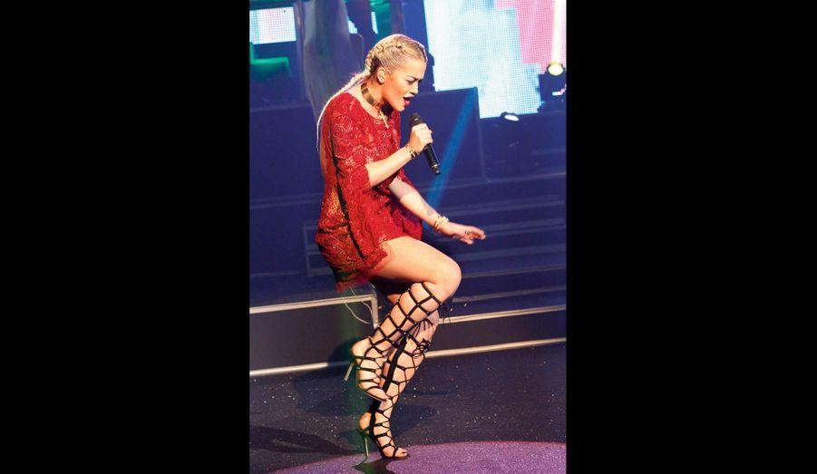 Produite par Jay-Z, Rita Ora a mis le feu avec ses titres soul, rap et hip-hop.