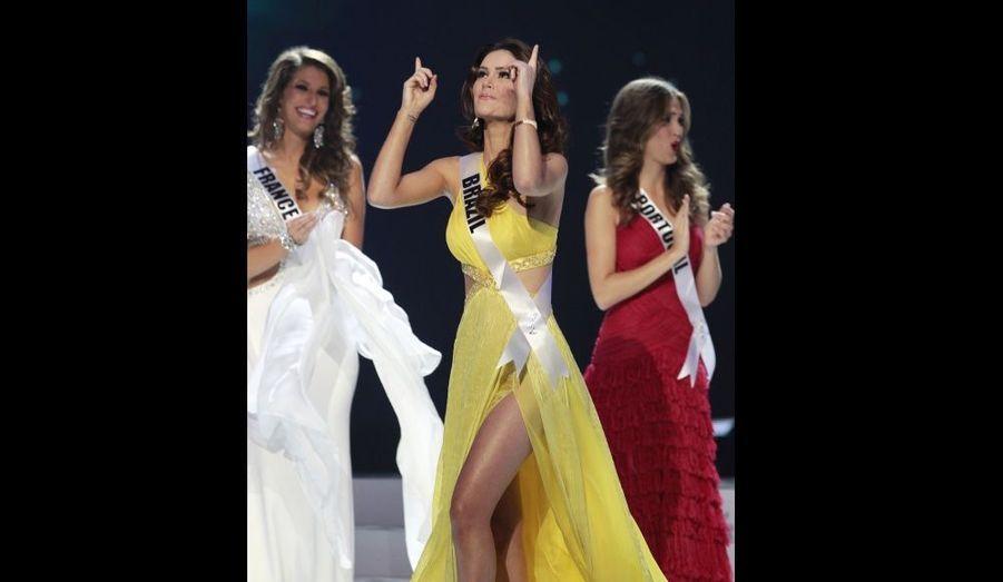 Miss Brésil, Priscila Machado, heureuse de figurer parmi les cinq finalistes.