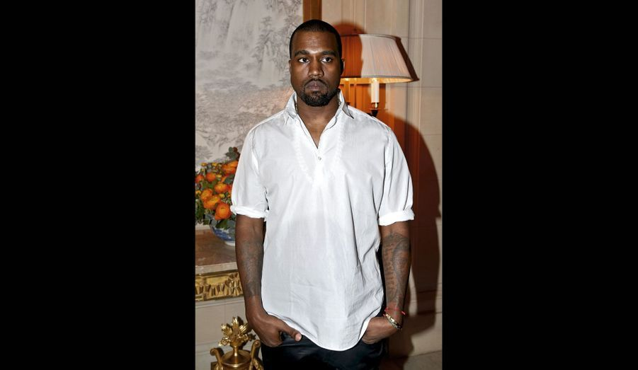 Le compositeur, producteur et styliste de mode : Kanye West.