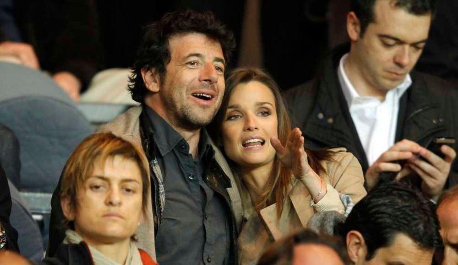 Patrick Bruel et sa petite amie Céline Bosquet ont assisté au match de football de Ligue 1 entre le Paris Saint-Germain et l'Olympique de Lyon au Parc des Princes à Paris.