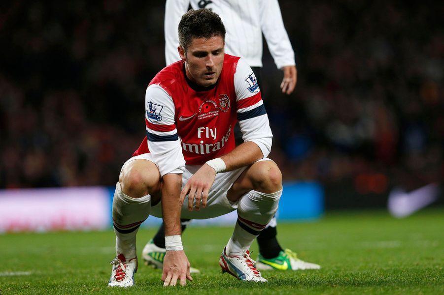 Le footballeur français Olivier Giroud est au cœur d'un scandale sexuel. Le joueur d'Arsenal aurait passé la nuit avec une escort-girl, a indiqué dimanche le «Sun», photos à l'appui. Pris au piège, le jeune homme n'a pas eu d'autre choix que de réagir sur Twitter. «Je présente mes excuses à mon épouse, ma famille, mon entraineur, mes coéquipiers et les supporters d'Arsenal», a-t-il posté. Et d'ajouter: «Je dois maintenant me battre pour ma famille et pour mon club, pour obtenir leur pardon. Rien d'autre ne compte désormais».