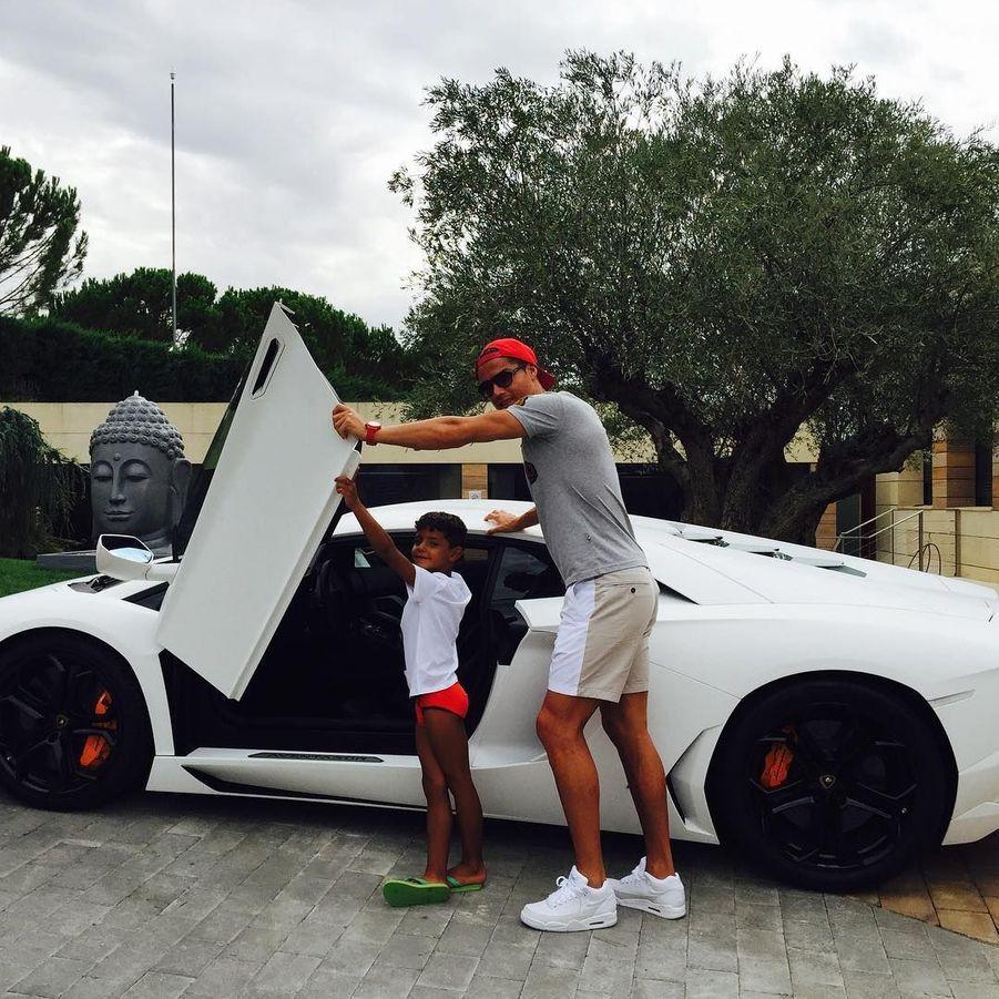 Le train de vie luxueux de Cristiano Ronaldo du Real Madrid : sa Lamborghini.