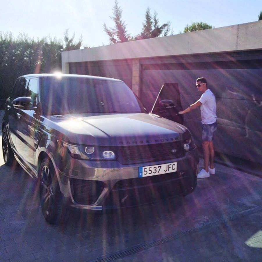 Le train de vie luxueux de Cristiano Ronaldo du Real Madrid : son Land Rover.