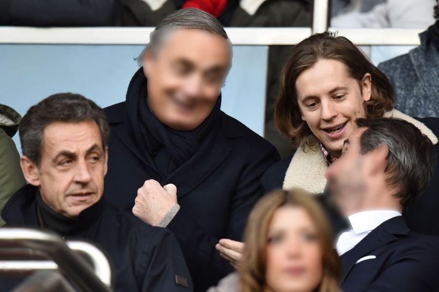 Nicolas et Pierre Sarkozy au Parc des princes à Paris, le 21 février 2015