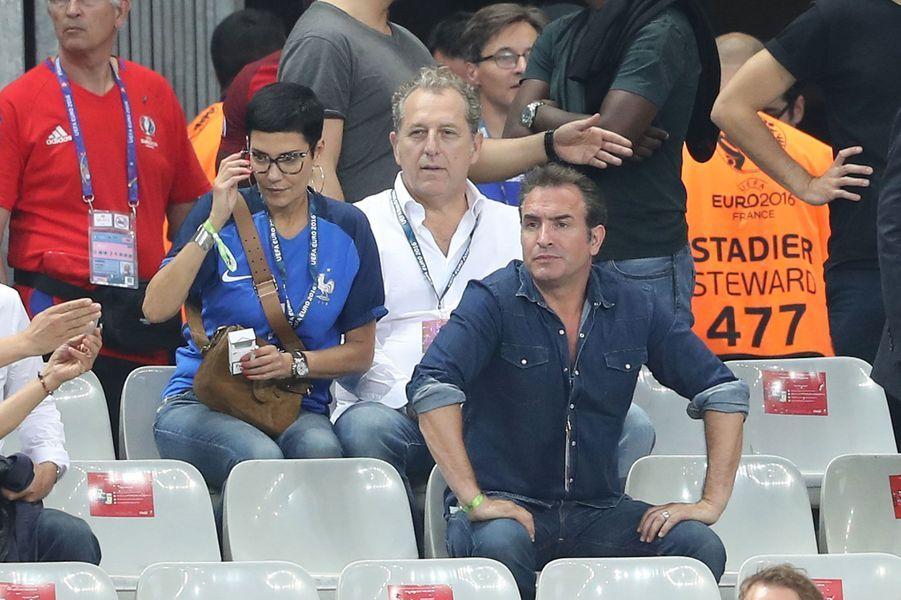 Jean Dujardin, Cristina Cordula et son compagnon Frédéric Cassin pour la finale France-Portugal