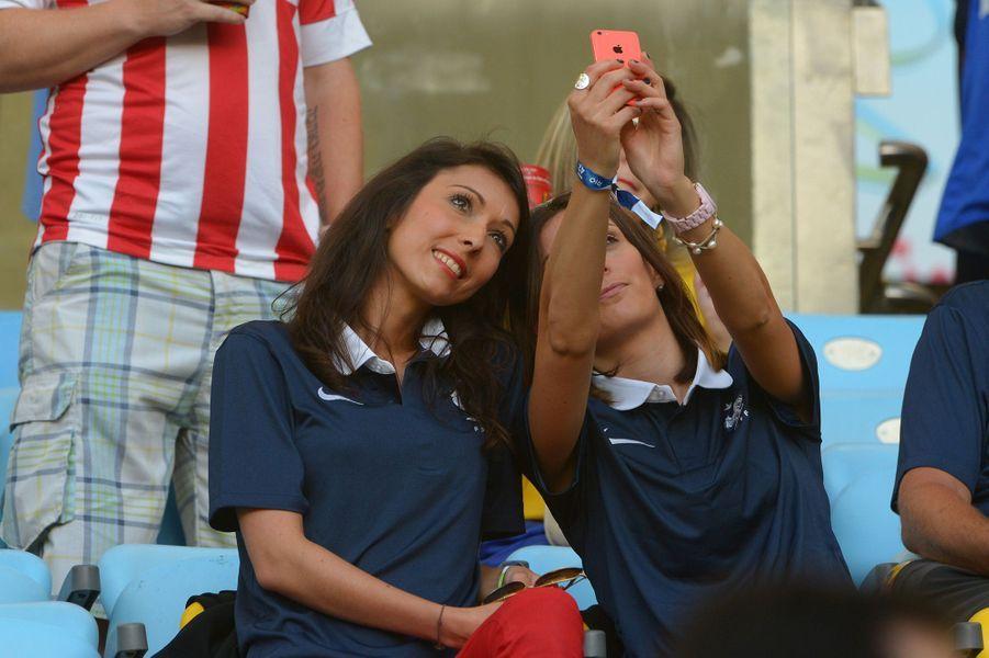 Jennifer Giroud dans les tribunes du match France / Equateur lors de la Coupe du Monde à Rio, juin 2014