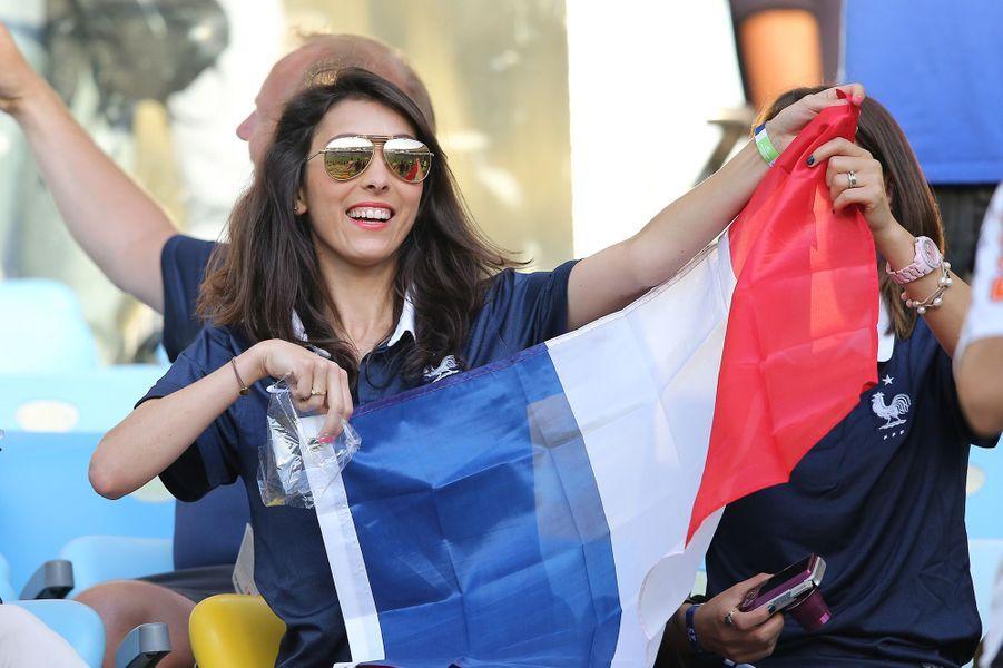 Jennifer Giroud, fervente supportrice de l'équipe de France au Brésil, juin 2014
