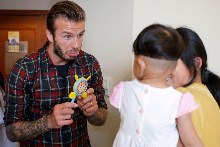 Le footballeur a visité un hôpital de Hangzhou