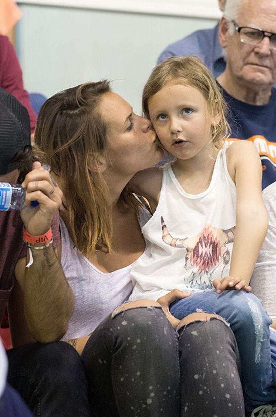 Laure Manaudou avec sa fille Manon, à Montpellier, le 3 mars 2016