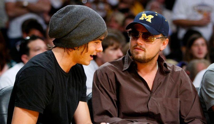 Zac Efron, le héros de la saga High School Musical, et Leonardo DiCaprio commentent le match.