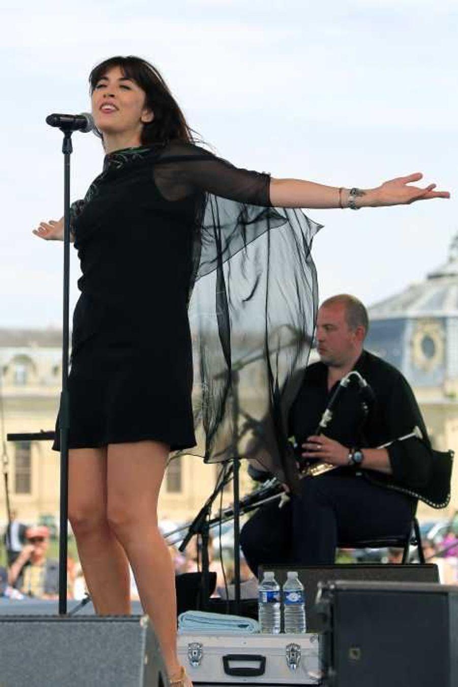 La chanteuse en plein show
