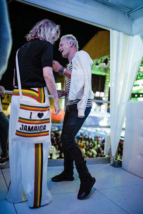 Pas de deux pour Trudie et Sting, juste avant son passage sur scène, lors du concert caritatif donné par Shaggy le même soir.