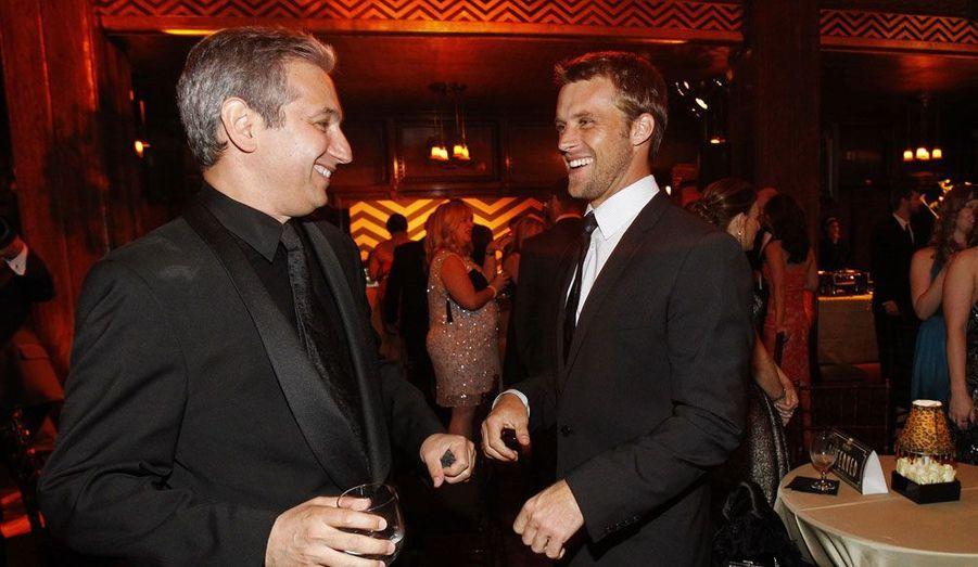 David Shore, créateur de la série, discute avec Jesse Spencer.