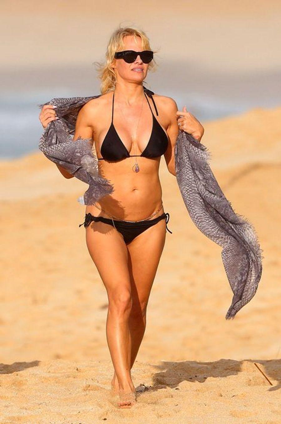 Pamela Anderson en vacances à Hawaï, le 26 décembre 2014