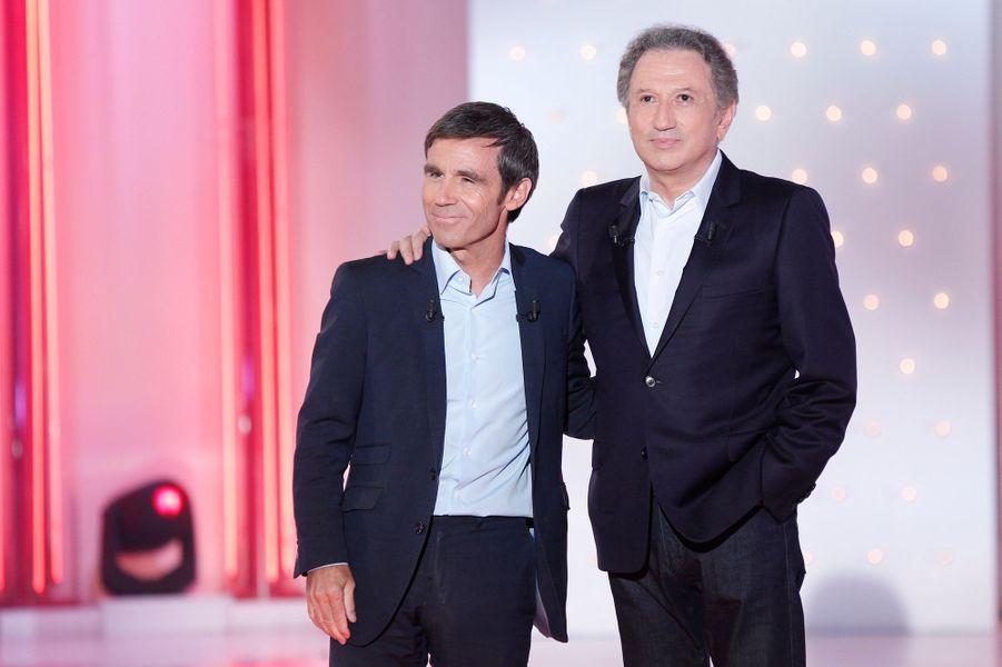 """David Pujadas et Michel Drucker lors de l'enregistrement de """"Vivement Dimanche"""", le 2 juin 2015"""