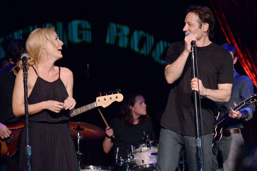 Gillian Anderson et David Duchovny se sont embrassés sur la scène de la Cutting Room, à New York