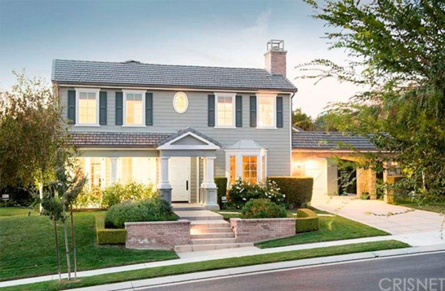 kris jenner offre une villa de r ve rob kardashian. Black Bedroom Furniture Sets. Home Design Ideas