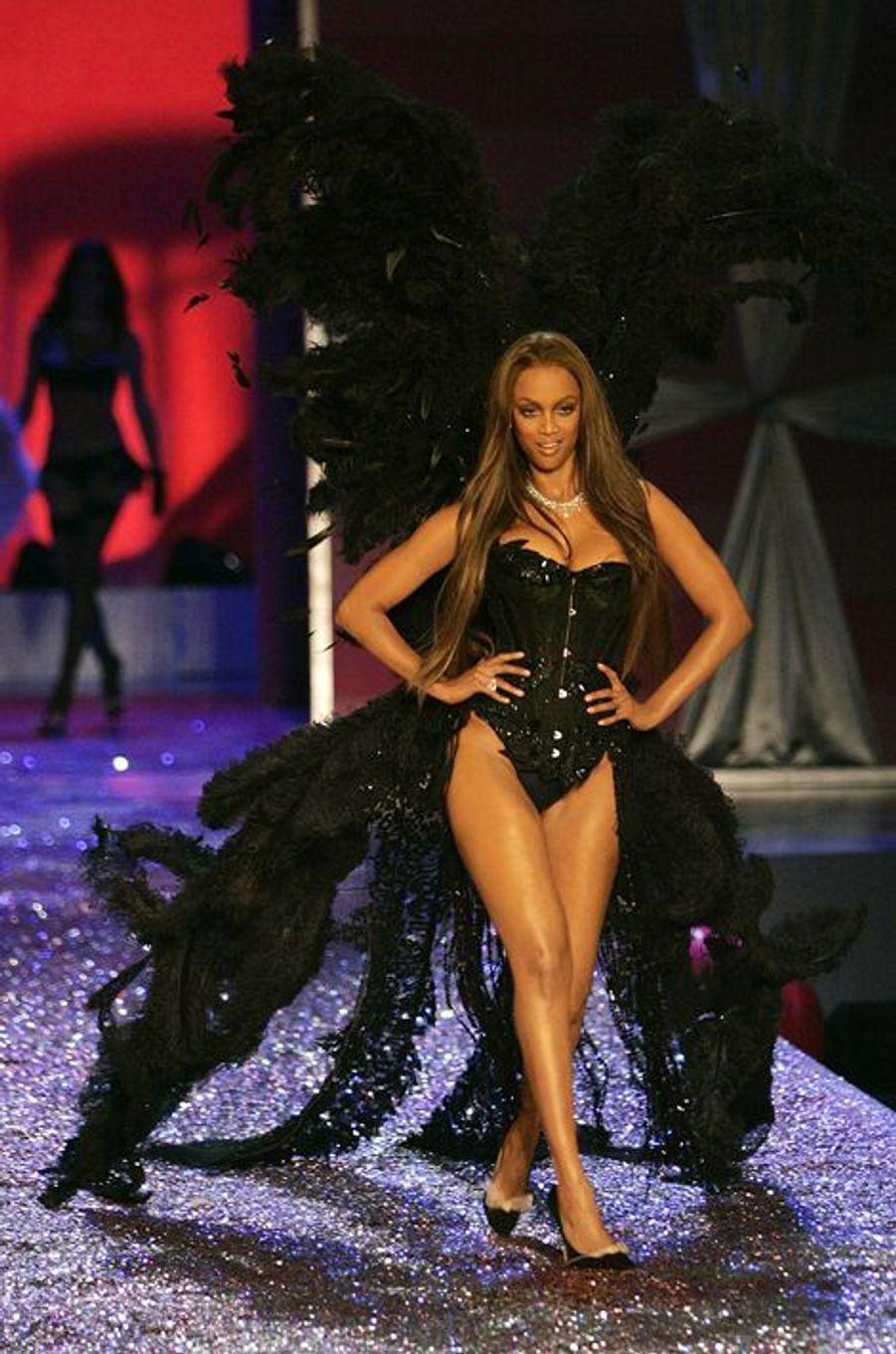 Entre 1998 et 2005, Tyra Banks était l'une des égéries de Victoria's Secret, la maison de lingerie américaine.