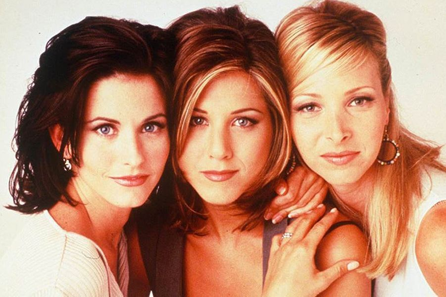 "Courteney avec Jennifer Aniston et Lisa Kudrow, à l'époque de la série ""Friends"", 2003"