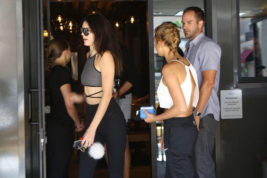 Kendall Jenner et Hailey Baldwin à Los Angeles le 11 juillet 2015