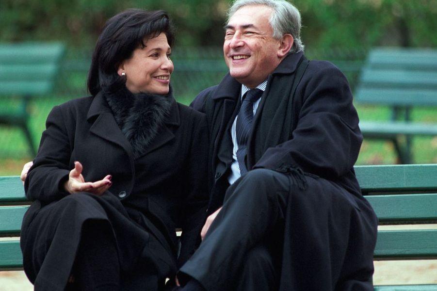 Dominique et Anne assis sur un banc public dans le jardin du Ranelagh, novembre 2000