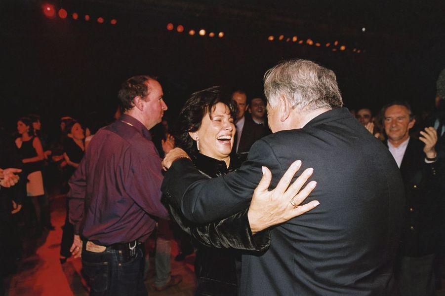 """Le couple danse lors de la soirée du """"banquet de l'Alternative"""" à Alfortville, novembre 2003"""