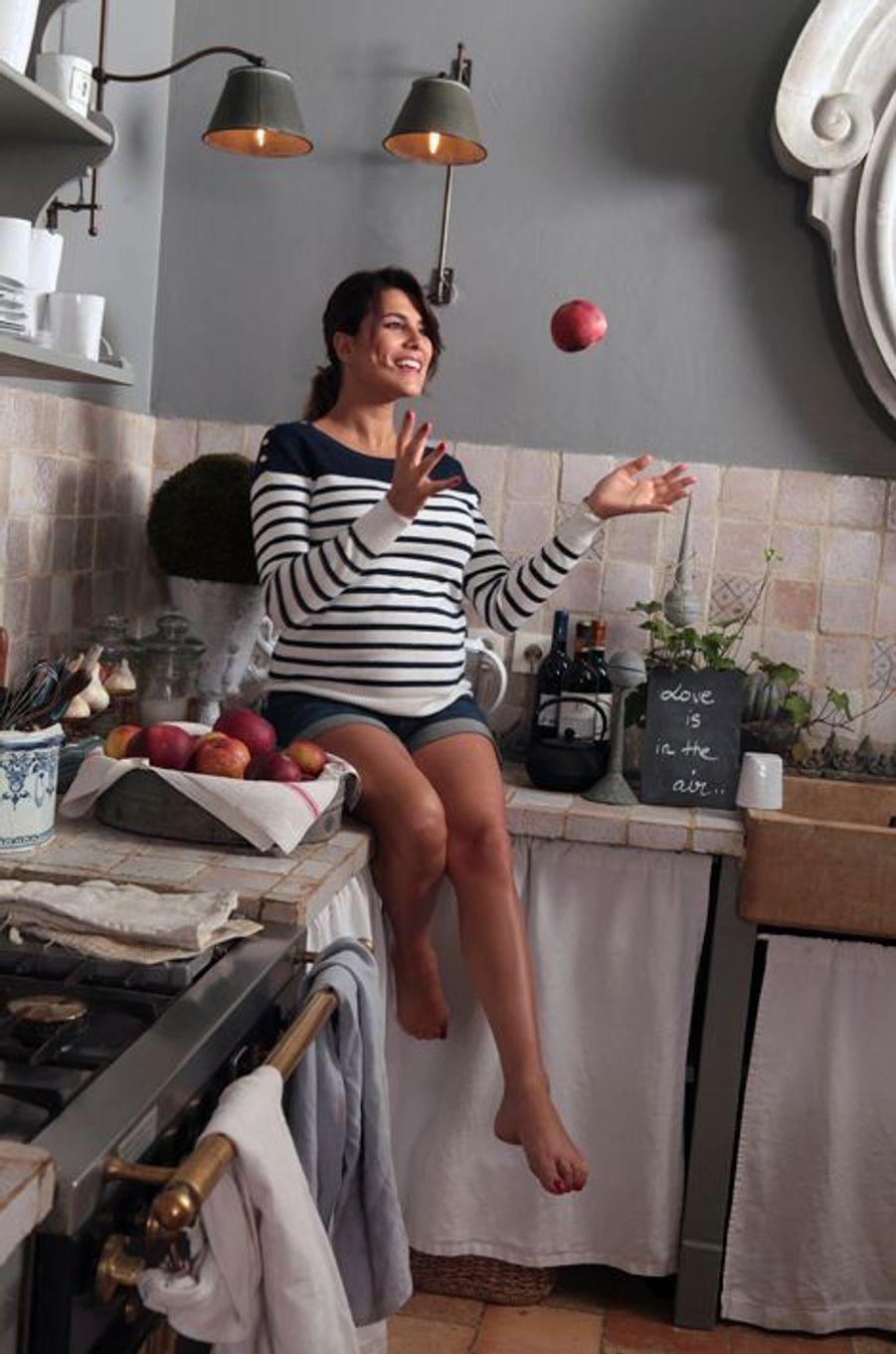 Aux pommes elle préfère les sandwichs : pas question de régime, pour l'instant...