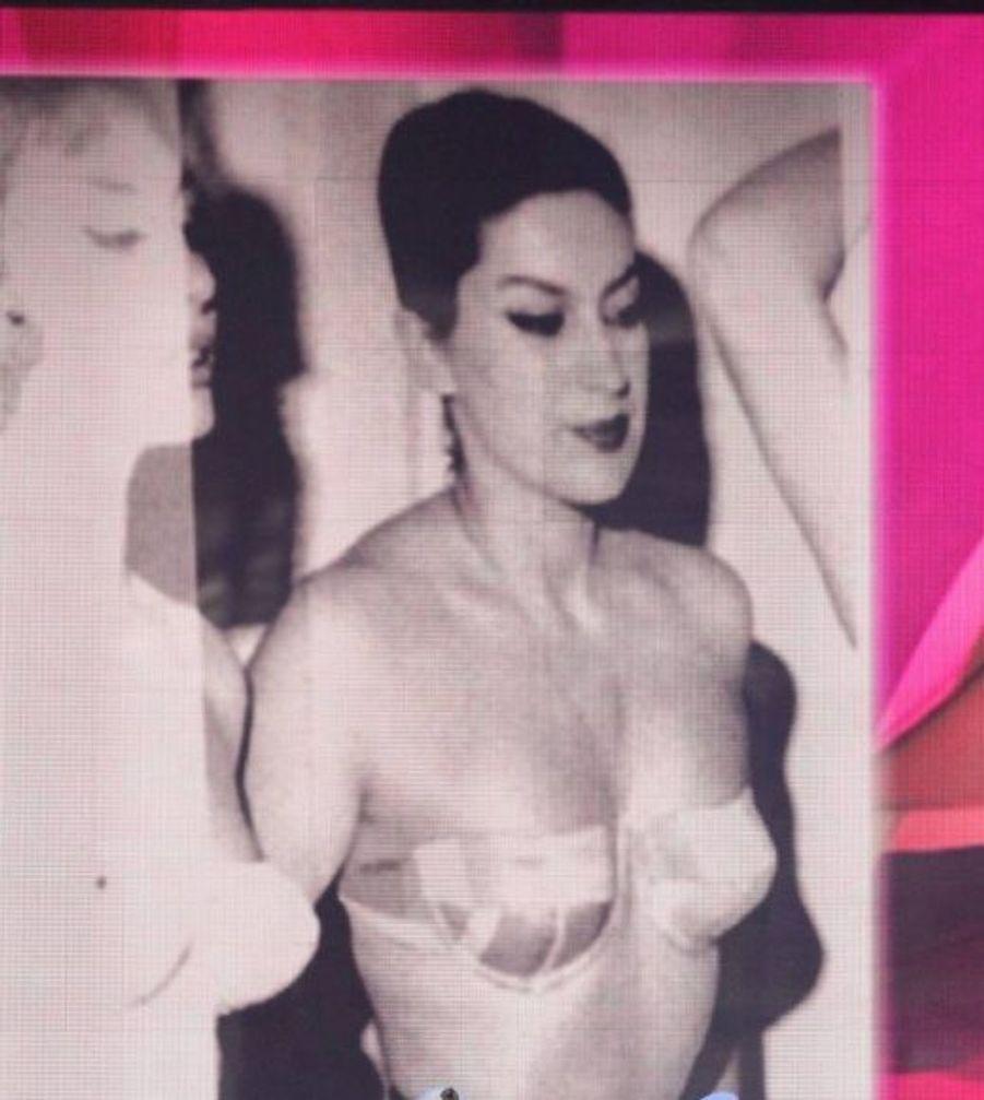 Geneviève de Fontenay a été Miss Elégance en 1957. La preuve avec cette très belle photo.