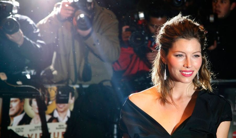 """""""Je voulais devenir Whitney Houston. C'était mon rêve."""" Jessica Biel n'a jamais caché ses ambitions de chanteuse. Elle les confirme aujourd'hui dans les colonnes du magazine Parade, en annonçant qu'elle a décroché un rôle dans la comédie musicale Guys and Dolls. En attendant, le petite amie de Justin Timberlake a déjà poussé la chansonnette pour la BO de son dernier film Easy Virtue intitulée Made about the boy."""