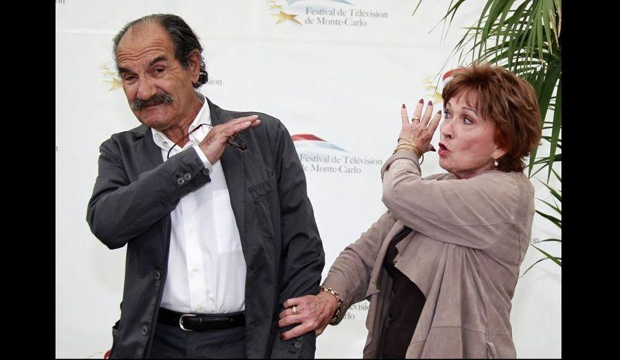 Les deux acteurs sont Raymond et Huguette dans la mini-série Scènes de ménage.