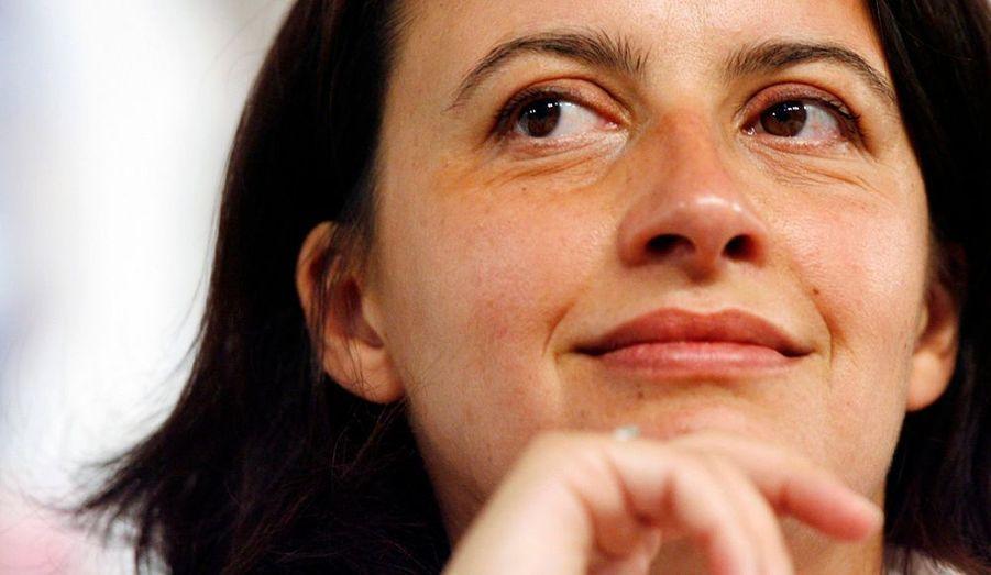 La Secrétaire nationale des Verts, en poste depuis 2006, a commencé à récolter les fruits de son travail. Non contente d'avoir réussi à faire taire les dissensions inhérentes à son parti, le rassemblement qu'elle prône depuis son premier mandat a payé cette année aux Européennes. Après le succès d'Europe Écologie en juin dernier, Cécile Duflot est une des voix qui comptent à gauche. La jeune femme de 34 ans a maintenant en ligne de mire les Régionales de 2010, où elle tête de liste en Île-de-France.