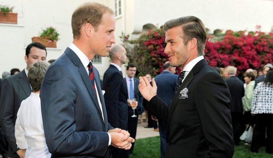 Le second dans l'ordre de succession au trône britannique a retrouvé David Beckham. Le prince et le sportif avaient soutenu ensemble la candidature du Royaume-Uni pour la Coupe du monde de football en 2018. Le couple Beckham figurait par ailleurs parmi les invités du mariage le 29 avril dernier.