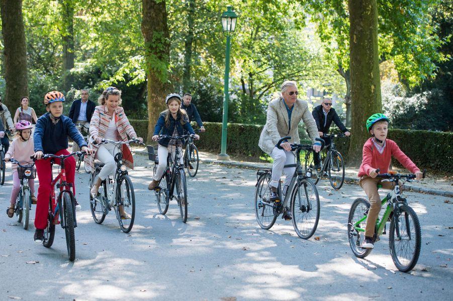La reine Mathilde et le roi Philippe de Belgique avec leurs enfants à Bruxelles, le 20 septembre 2015