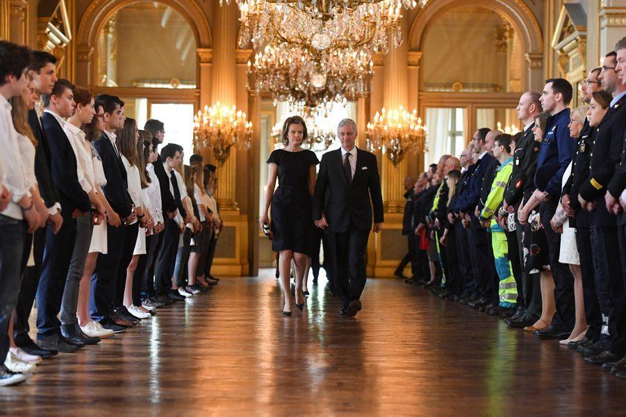 La reine Mathilde et le roi Philippe des Belges assistent à un hommage aux victimes, blessés et secours intervenus lors des attentats de Bruxelles.