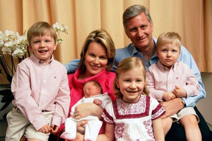 La princesse Eléonore de Belgique avec ses parents, sa soeur et ses frères, le 17 avril 2008