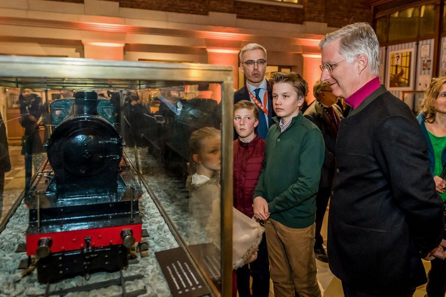 Le roi des Belges Philippe avec ses deux fils et sa plus jeune fille à Schaerbeek, le 11 mars 2017