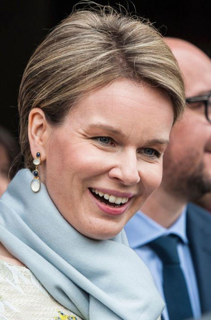 La reine Mathilde de Belgique dans le Brabant Wallon, le 30 avril 2015