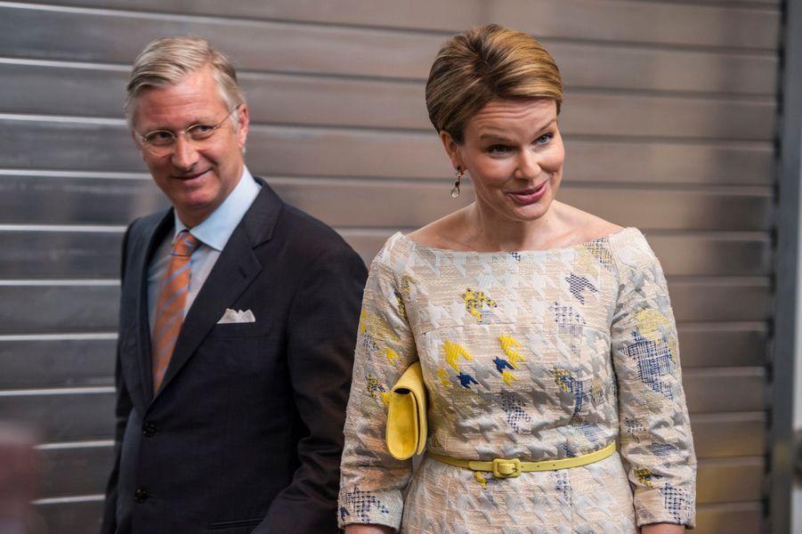 La reine Mathilde et le roi Philippe de Belgique dans le Brabant Wallon, le 30 avril 2015