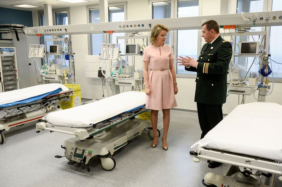 La reine Mathilde de Belgique à l'Hôpital militaire Reine Astrid à Neder-over-Heembeek, le 1er mars 2016