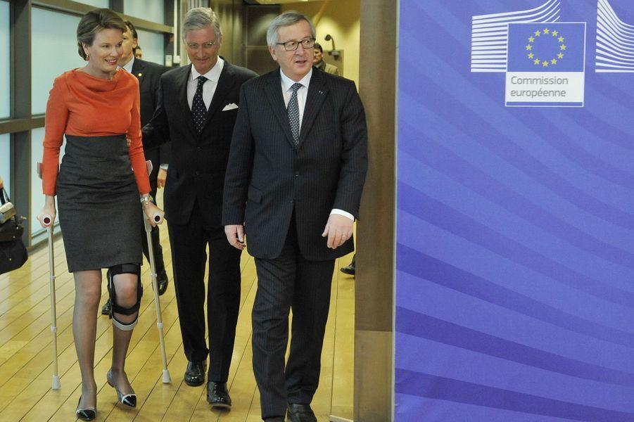 Le roi Philippe et la reine Mathilde de Belgique, avec Jean-Claude Juncker, au Parlement européen à Bruxelles, le 25 février 2015