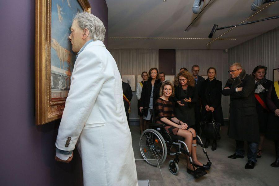 La reine Mathilde de Belgique avec Jan Fabre à Namur, le 24 mars 2015