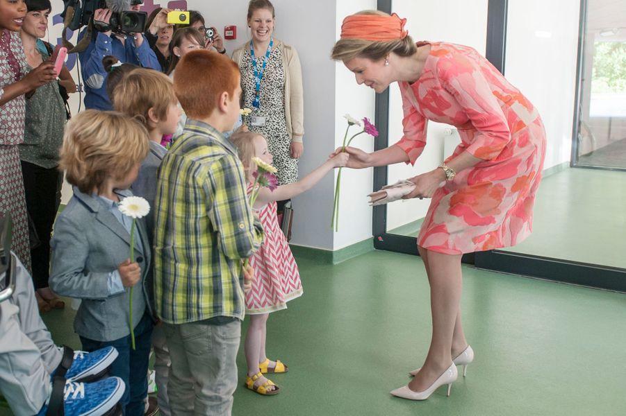 La reine Mathilde de Belgique à l'hôpital universitaire d'Anvers, le 21 mai 2015