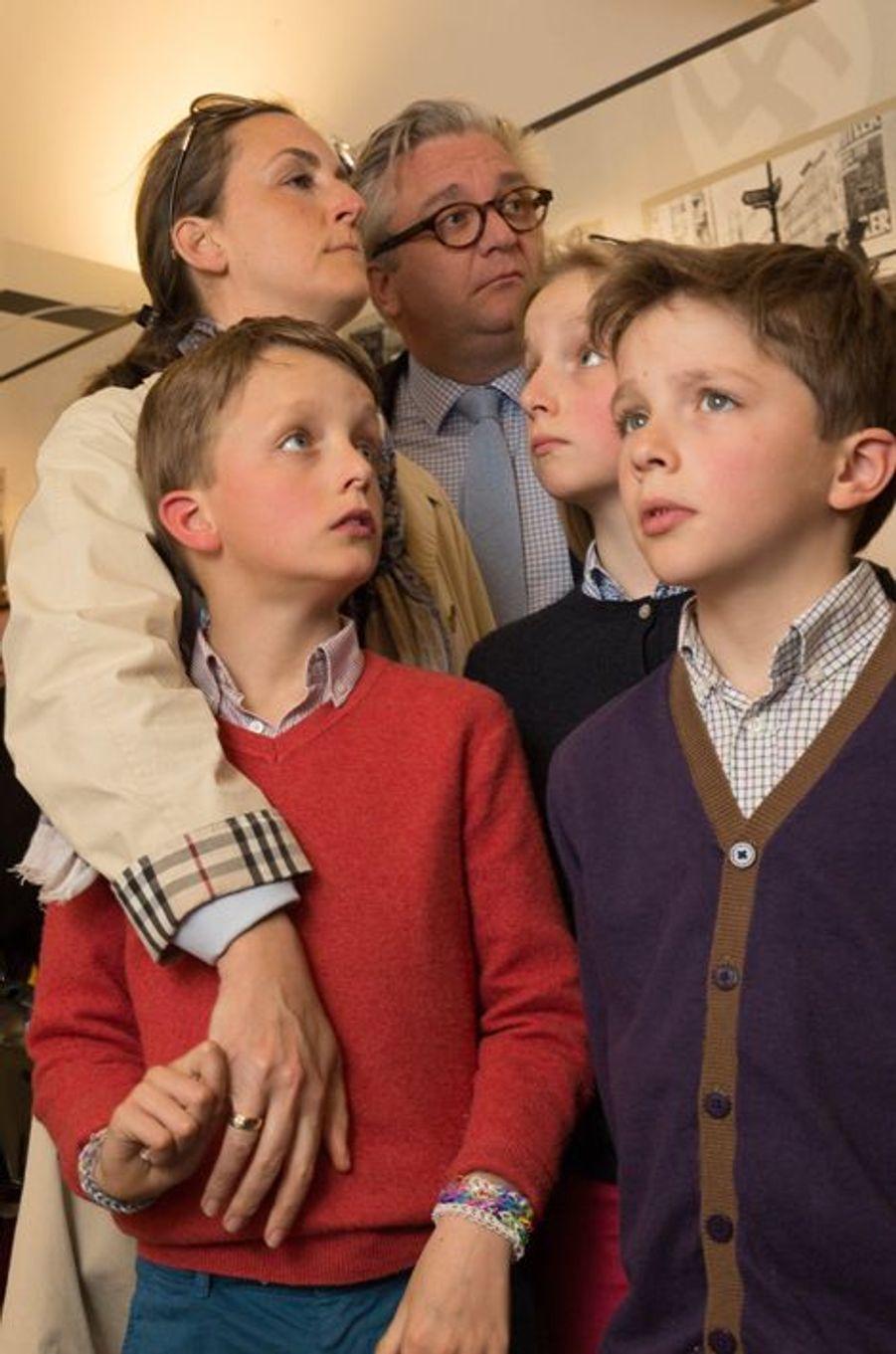 Le prince Laurent et la princesse Claire de Belgique avec leurs enfants à Stavelot, le 21 avril 2015