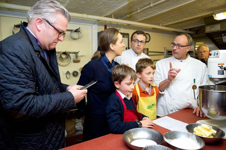 Le prince Laurent avec la princesse Claire et leurs fils à Hasselt, le 28 mars 2015