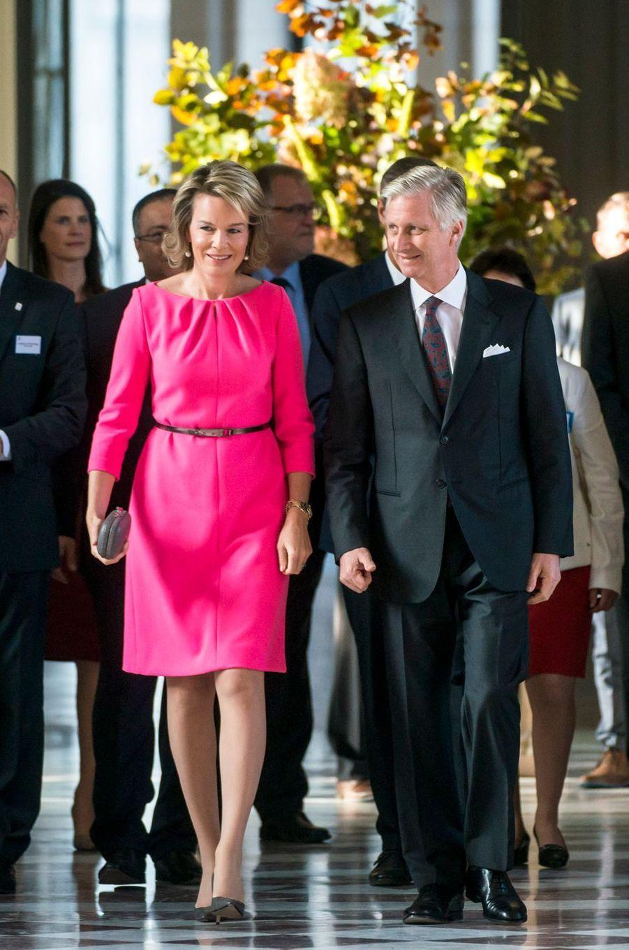 La reine Mathilde et le roi des Belges Philippe dans leur Palais de Laeken à Bruxelles, le 26 octobre 2016