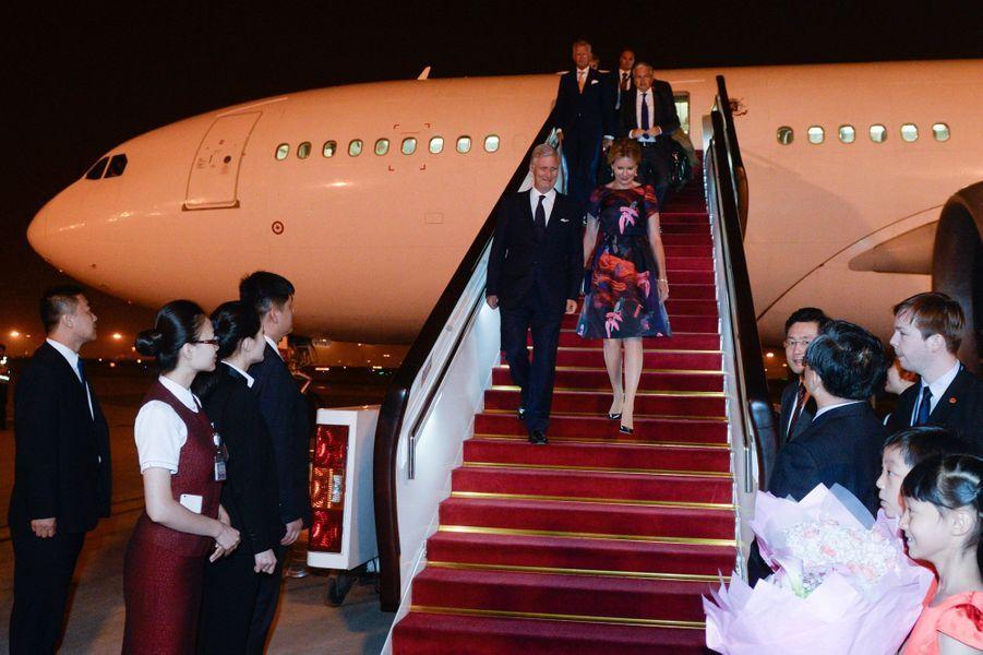La reine Mathilde et le roi Philippe de Belgique à leur arrivée à Pékin le 22 juin 2015